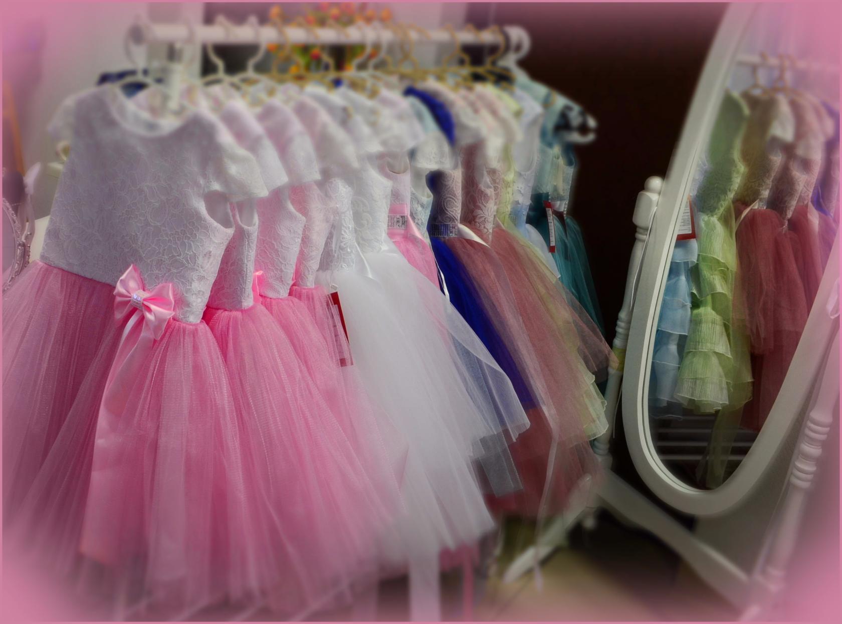 У нас огромнейший выбор детских нарядных платьев!